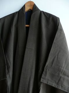 This is a mens casual kimono. Its made from sturdy silk fabric. The fabric is woven with black and brown yarn and its actually checked (see