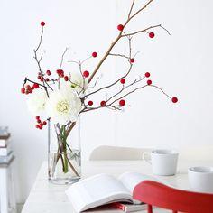 小さな紅白のお餅でできた餅花飾り。お正月や小正月の飾りにするものだそう。100均材料と拾ってきた枝で、簡単に手作りしてみました。 Chinese New Year Decorations, Chinese New Year Crafts, New Years Decorations, Christmas Decorations, Christmas Ornaments, Ikebana Arrangements, Floral Arrangements, New Year's Crafts, Diy And Crafts