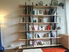 Wood and pipes bookcase design Narrow Bookshelf, Cool Bookshelves, Bookcase Plans, Bookcase Storage, Floating Shelves Diy, Diy Wood Projects, Wood Crafts, Farmhouse Design, Wood And Metal