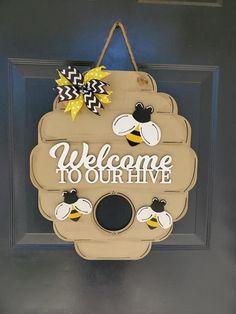 Bee Crafts, Wood Crafts, Wood Bees, Christmas Door Decorations, Wooden Door Hangers, Bee Theme, Bee Happy, Bees Knees, Front Door Decor