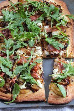 Bites of Bri | Caramelized Onion Pizza with Goat Cheese and Arugula | http://bitesofbri.com
