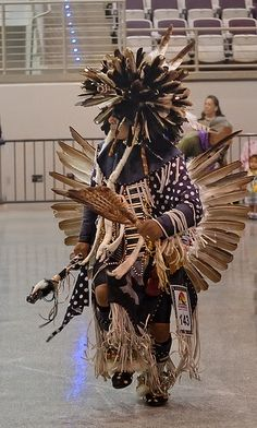 Men's Traditional Dance - Photo by James Keith Native American Regalia, Native American Warrior, Native American Beauty, American Indian Art, Native American History, American Symbols, American Women, Native Indian, Native Art