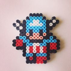 Captain America keyring hama beads by beadgeekcreations