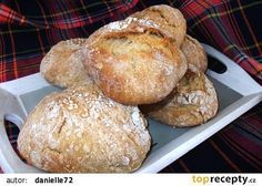 Křupavé dalamánky --- I wonder if I need a brick oven for this? Looks sooo crunchy and yummy! Czech Recipes, Russian Recipes, Bread Recipes, Cooking Recipes, Bacon Roll, Good Food, Yummy Food, Savory Snacks, Bread Rolls