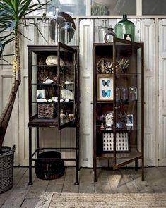 Juste loin de l'agitation quotidienne, aux Pays-Bas, cette décoration intérieure proposée par VT Wonen, faite d'un mélange d'ancien, de plantes vertes, et de matériaux naturels, e…