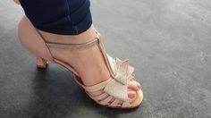 Delphine a choisi le modèle Chloé pour se marier en cuir blush et pailleté doré. http://ift.tt/2phFrkz  #chaussurededanse #chaussuredemariee #chaussureconfortable #chaussurefemme #chaussuresapaillettes #glitter #glittershoes #weddingshoes #danceshoes