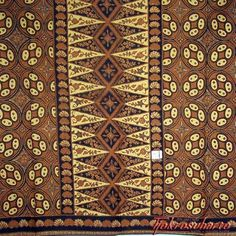 Indonesian batik motif from the sultan's court at Solo, Java. Ethnic Patterns, Mosaic Patterns, Cool Patterns, Geometric Patterns, Batik Solo, Batik Pattern, Traditional Fabric, Textiles, Batik Prints