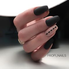 Matte black is where it's at Cute Acrylic Nails, Matte Nails, Stylish Nails, Trendy Nails, Hot Nails, Hair And Nails, Black Nail Designs, Girls Nails, Nagel Gel