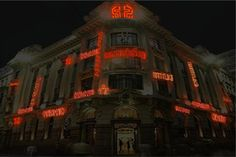 Palco de transições históricas e culturais, o centro da cidade de São Paulo é uma síntese da multiplicidade étnica que abraça a cidade. Entre os dias 25 e 29, a arte se apropriará de alguns espaços públicos representativos para a cidade como Viaduto do Chá, Vale do Anhangabaú e Centro Cultural Banco do Brasil pela URBE - Mostra de Arte Pública.