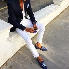 Gentleman with sharp white jeans what to wear with blazer outfits Suit Fashion, Fashion Outfits, Mens Fashion, Fashion Styles, Fashion Updates, Smart Casual, Casual Looks, Gentleman Stil, Terno Casual