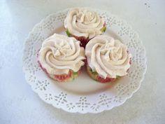 Frosted! Gluten-Free Goes Vintage: - Peach Cornmeal Muffins via @PrincesPolkadot