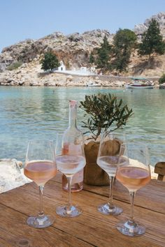 Herrliches Strandcafé in Lindos Rhodos Griechenland Vacation To World Beach Aesthetic, Summer Aesthetic, Travel Aesthetic, Korean Aesthetic, 90s Aesthetic, Character Aesthetic, Vacation Ideas, Vacation Destinations, Vacation Mood