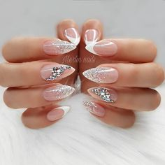 The trend of almond shape nails has been increasing in recent years. Many women who love nails like almond nail art designs. Almond shape nails are suitable for all colors and patterns. Almond nails can be designed to be very luxurious and fashionabl Soft Pink Nails, Pink Glitter Nails, Sparkly Nails, Blue Nail, Blue Glitter, Glitter Wedding Nails, Weding Nails, Vintage Wedding Nails, Glitter French Nails