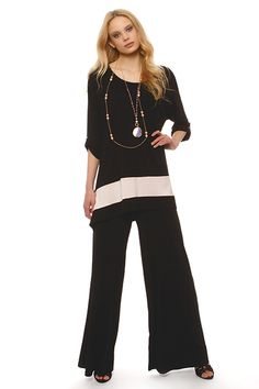 Long viscose blouse, one size range to the bottom of the hem and tipped to the side.Discreet detail button on the side of the sleeve.Ideal for large numbers.Easily combined with jersey trousers or leggings Spring Summer 2015, Spring Summer Fashion, Plus Size Fashion, Numbers, Trousers, Jumpsuit, Range, Leggings, Button