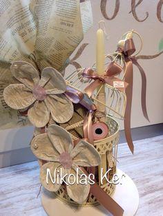 Πασχαλινό διακοσμητικό κλουβί με λουλούδια & λαμπάδα κρεμαστό μάτι κολιέ. Περιέχει σοκολατένιο αυγό & λαμπάδα. Handmade by Nikolas Ker! www.nikolas-ker.gr Easter Ideas, Easter Eggs, Decoupage, Boxes, Gift Wrapping, Kids, Gifts, Favors, Gift Wrapping Paper