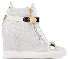 baskets en cuir blanc façon croco à detail doré, giuseppe zanotti