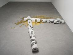 """O artista carioca Nelson Felix exibe alguns de seus trabalhos na exposição """"CantoVerso"""", em cartaz na nova galeria do Instituto Ling, até o dia 25 de janeiro de 2015."""