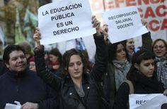 Argentina da prioridad a pagar deudas sobre la educación...