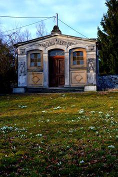 Kaplica na cmentarzu w Rząsinach, Ruiny kościoła pw. Najświętszej Marii Panny w Rząsinach