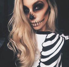 Maquiagens de Halloween - Acho Tendência Halloween is coming soon! Are you unsure which to use at parties? See these halloween makeup ideas to copy now! Via www. halloween, make Cool Halloween Makeup, Halloween Inspo, Halloween Makeup Looks, Halloween Kostüm, Pretty Skeleton Makeup, Women Halloween, Family Halloween, Skeleton Halloween Costume, Pretty Makeup