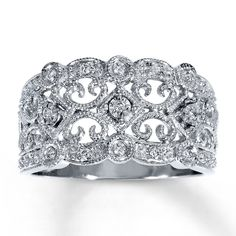 I've been looking at this for a couple years this ring is gorgeous.