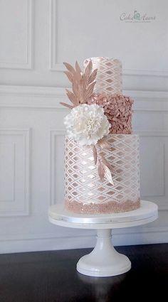 Un gâteau de mariage so precious ! rose métallisé (beautiful birthday cakes sugar)