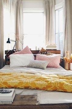 Colorfull Minimalist Bedroom in Carm Design | Interior Minimalist Design