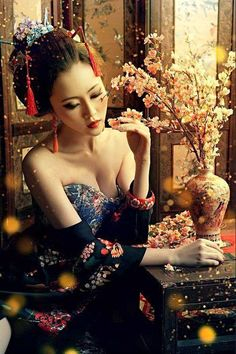 I think this is lady is from Memoirs of a Geisha. Geisha Samurai, Geisha Art, Geisha Makeup, Geisha Japan, Japanese Beauty, Asian Beauty, Japanese Lady, Japanese Fashion, Asian Woman