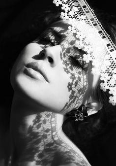 FATAL   É fatal  Você me detectar nos seus pensamentos Impreterível Eu brilhar na sua utopia… Quimeras das suas fantasias… Factual Fracção Sou o pedaço Meadade do seu coração Afecção, riqueza, possessão Negação… Aflição, inspiração, excitação Perturbação... Alento, mansidão, compaixão Para você amante Sou os batimentos da paixão…      MárciaMarko