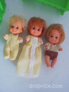 Mattel Sunshine Family 9 Dolls & Accessories - Pic me, these were baby barbies. 1970s Childhood, My Childhood Memories, Childhood Toys, Sweet Memories, Vintage Barbie, Vintage Dolls, Ed Vedder, Nostalgia, Kindergarten