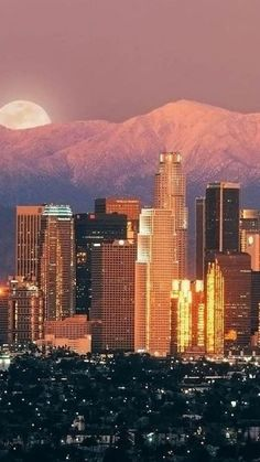 Beautiful Los Angeles sunset. #cityscape #photography #LA What a beautiful sight to behold! How can we not believe in God when faced with all the beauty and majesty set before us in this world!!!