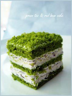 Green tea, Adzuki beans, what more can an Asian ask for in a dessert? :-P