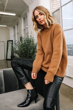 34 Early Fall Outfits Trending This Winter Source by straightastyle outfits invierno Mode Outfits, Casual Outfits, Fashion Outfits, Swag Fashion, Fashion Shirts, Fashion Weeks, Fashion Pants, Fashion Tips, Look Fashion