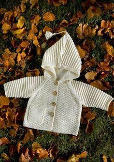 119-1 Børne - Baby jakke m. hætte i strukturmønster - opskrift (Mayflower). En varm og behagelig jakke til børn/baby.