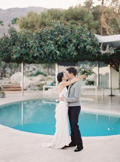 Modern Palm Springs wedding at Frederick Loewe Estate   Photo by Michael Radford   Read more -  http://www.100layercake.com/blog/wp-content/uploads/2015/02/Modern-Palm-Springs-Wedding