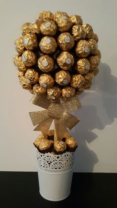 Ferrero tree – # Ferrero tree – – About Healthy Desserts 50th Anniversary Decorations, 50th Birthday Decorations, 50th Wedding Anniversary, Valentine Decorations, Moms 50th Birthday, Diy Birthday, Candy Arrangements, Deco Table Noel, Sweet Trees