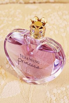 Princess by Vera Wang Top notes of apricot mandarin, apple, water lily; Middle notes of tuberose, guava, dark chocolate, tiare flower; Base notes of amber, vanilla, woody notes