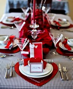 Create A Romantic Dinner By Using Simple Valentine's Day Table Decorations