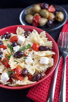 Quick & Easy Pasta with Tomatoes, Feta & Olives #easypasta #foodporn #bingbing http://livedan330.com/2014/11/07/quick-easy-pasta-tomatoes-feta-olives/