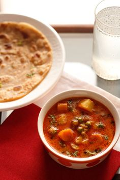 vegetable korma recipe – aromatic and spiced curry made with mix vegetables, coconut, nuts and a bit of yogurt. step by step recipe. goes best with chapatis (whole wheat flat bread), parathas or pooris.