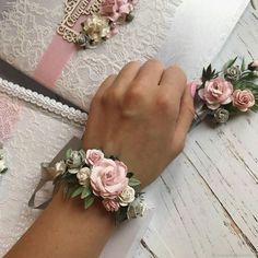 Wedding Accessories 6795 # Wedding Accessories Source by Wedding Trends, Diy Wedding, Wedding Gifts, Wedding Day, Prom Flowers, Bridal Flowers, Wedding Coursage, Bridesmaid Corsage, Wrist Corsage Wedding