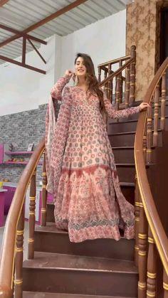 Party Wear Indian Dresses, Pakistani Dresses Casual, Indian Gowns Dresses, Indian Fashion Dresses, Dress Indian Style, Pakistani Dress Design, Indian Outfits, Fashion Outfits, Fancy Dress Design