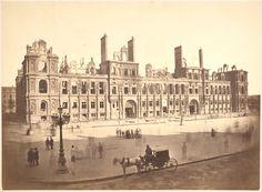 The Hotel de Ville, Paris also torched by the Commune 1871 Old Paris, Vintage Paris, Old Photos, Old Pictures, Paris Pictures, Palais Des Tuileries, Ruined City, Musee Carnavalet, Louvre Palace