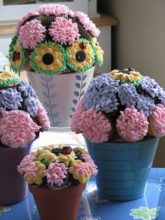 cupcakes designed to look like flowers, I wish I was talented enough to make these! How cute!