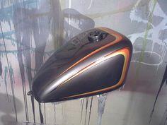 scallop tank paint - Google Search Custom Motorcycle Paint Jobs, Custom Paint Jobs, Bobber Parts, Harley Bobber, Harley Scrambler, Motos Harley Davidson, Sr500, Custom Tanks, Helmet Paint
