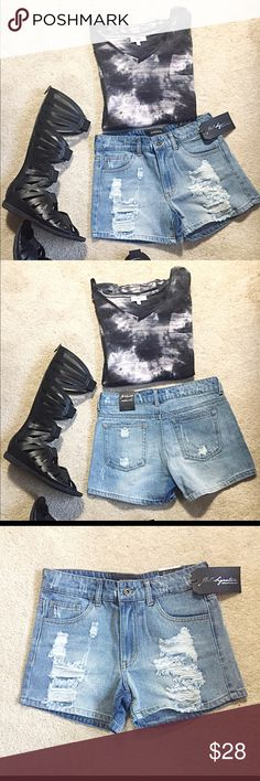 """Light Wash Distressed Denim Jean Shorts SML Perfect go to shorts this season. Lightwash distressed denim with a relaxed fit. Zip button closure 100% cotton. Please read size details   Small  Women Size 2/Junior Size 3-5  Waist 26-27 Length 11.5""""  Medium Women Size 4 /Junior Size 7 Waist 28-29 Length 12""""  Large Women Size 6/ Junior Size 9 Waist 30-31 Length 12.5"""" Jeans"""