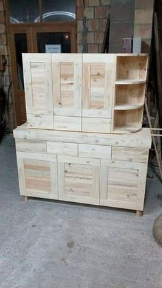 Wonderful Wooden Pallets Hutch Plans
