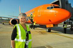 Mango Airlines de Sudáfrica Mango Airlines, Manga, Aviation, Aircraft, Commercial, Planes, Air Ride, Plane, Manga Comics