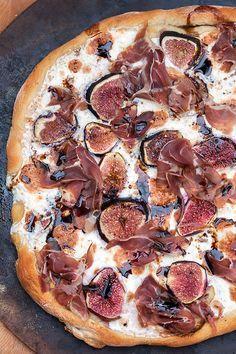 Fall pizza recipes - Fig and Prosciutto Pizza with Balsamic Drizzle – Fall pizza recipes Fig Recipes, Italian Recipes, Cooking Recipes, Healthy Recipes, Gourmet Pizza Recipes, Healthy Pizza, Carrot Recipes, Salmon Recipes, Recipes With Figs