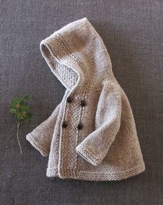 Ravelry: Project Gallery for Latte Baby Coat pattern by Lisa Chemery – Baby knitting patterns Cardigan Bebe, Knitted Baby Cardigan, Knit Baby Sweaters, Knitted Coat, Baby Knits, Knitting Blogs, Knitting For Kids, Baby Knitting Patterns, Baby Patterns